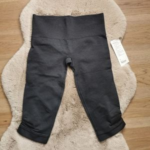 Lululemon | NWT Ebb & Flow Crop Black Size 8